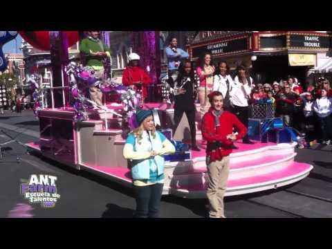 China Anne McClain - Jingle Bell Rock (Christmas Day Parade 2011) (HD 720p)
