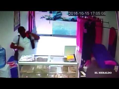 En video quedó registrado robo a un salón de belleza