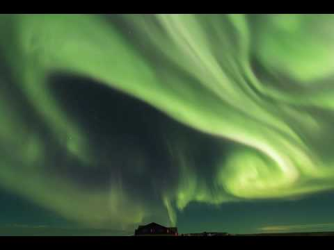 Stunning Timelapse Video Shows Dazzling Northern Lights Over Iceland