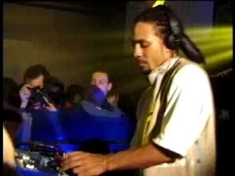 Roni Size DJ'ing at The End mp3