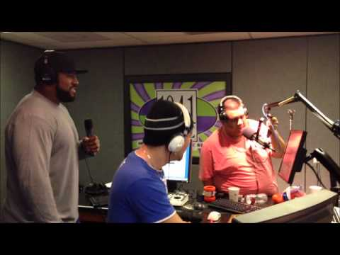 Mumbles and Duane Brown from the Houston Texans sing a Duet
