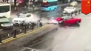 Wanita Cina hancurkan Ferrari setelah menyewa mobil - TomoNews