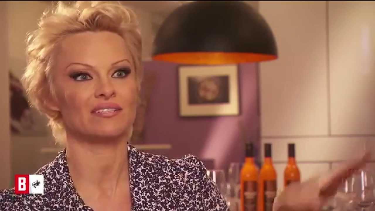 BUNTE TV - Newsflash: Pamela Anderson: Der Grund für die neue Frisur!