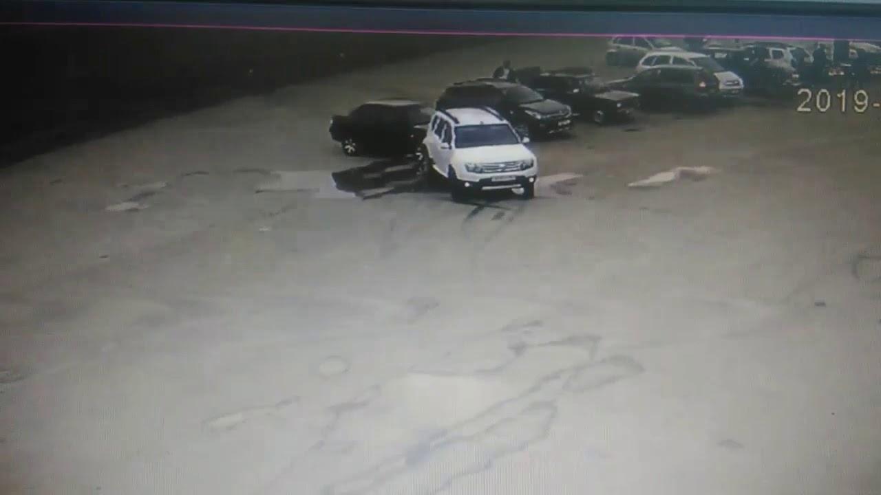 В Похвистнево «Renault Duster» протаранил Приору и скрылся