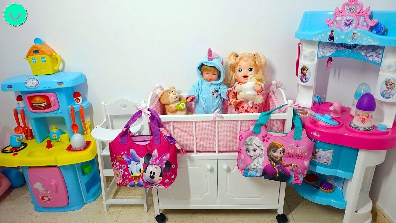 ¿Qué llevar en los bolsos de las muñecas Sara y Neala?