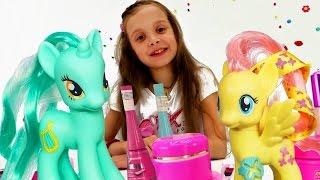 Флаттершай в Салоне Красоты - Видео с игрушками Пони