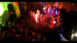 érivan Interpretando Mátalas Con Los Gallos De México En Bulldog Café