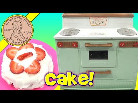 1950's Little Lady Kids Toy Electric Oven - Double Layered Strawberry Cake!