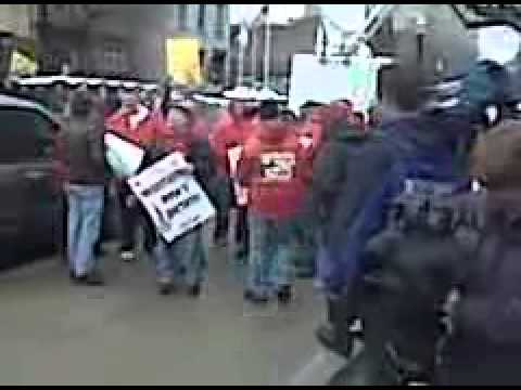 Union members confront tea party activists