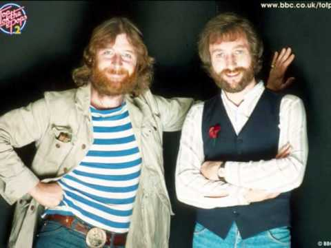 BANGING IN YOUR HEAD  CHAS and DAVE.wmv