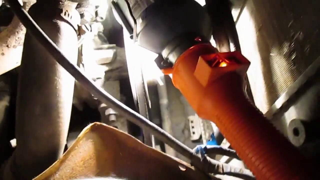 Как снять генератор на ВАЗ -2107  для ремонта или замены .