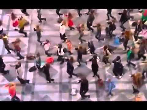 Танцевальный флэшмоб на песню До-Ре-Ми. Бельгия, Антверпен. 2009г