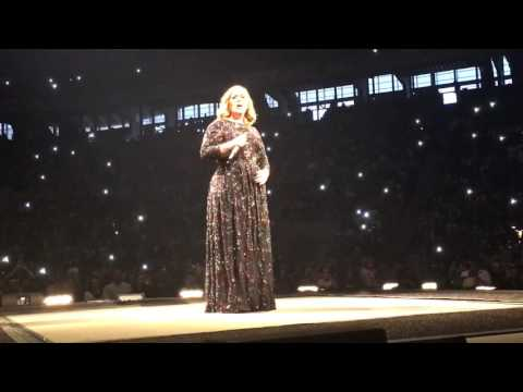 Adele LIVE in Barcelona 2016 - Hello (Front Row for Surprise Opening!)