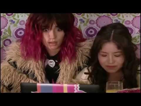 Soy Luna -  Felicity( Nina) hablando por el chat con Roller Track (Gastón)  (Capitulo 63)