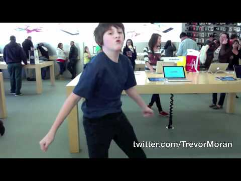APPLE STORE DANCE TO SEXY AND I KNOW IT!!