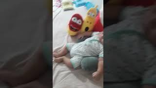 Baby nonton larva