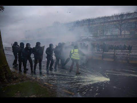 الشرطة تشتبك مع المتظاهرين بالشانزيليزيه - ستديو الآن  - 20:54-2018 / 12 / 1