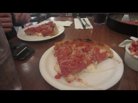 AMAZING CHICAGO STYLE PIZZA! LOU MALNATI