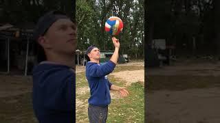 Кручение мяча на пальце в слоумо