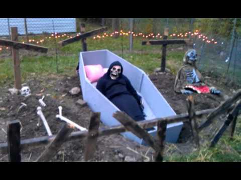 Haunted Backyard @ Sara\'s - Halloween 2011 - YouTube