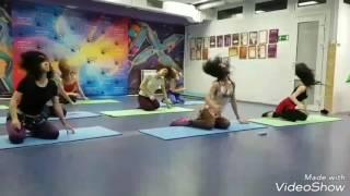 Восточные танцы! Ираки. Как делать иракскую восьмерку  и перекатываться на полу с вращениями головой