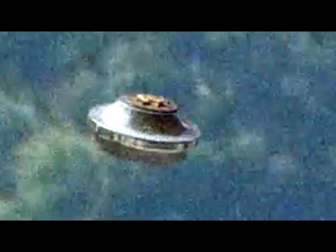 BIGTIME UFO!! [AMAZING FLYING SAUCER] JUST Before Hurricane Impact 8/30/2015