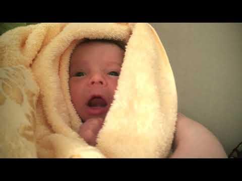 ПЕРВОЕ КУПАНИЕ НОВОРОЖДЕННОГО ! Как купать ребёнка в первые дни жизни ?