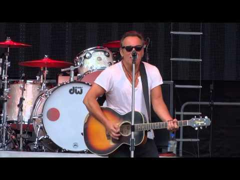 Bruce Springsteen sings Elvis Presley's 'Burning Love', Paris France, June 29, 2013