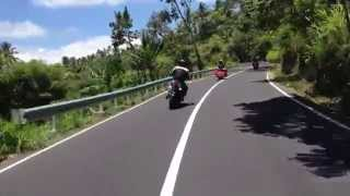Harley Davidson Road King to Lovina Beach Bali - cornering and scratching aspalt