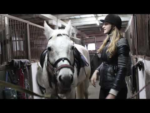 VLOG Настю не слушается лошадь. Мы в конном клубе