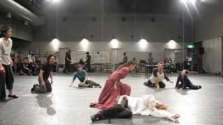 2008年7月、舞台「ガラスの仮面」のお稽古まっただ中!振付師の広崎うら...