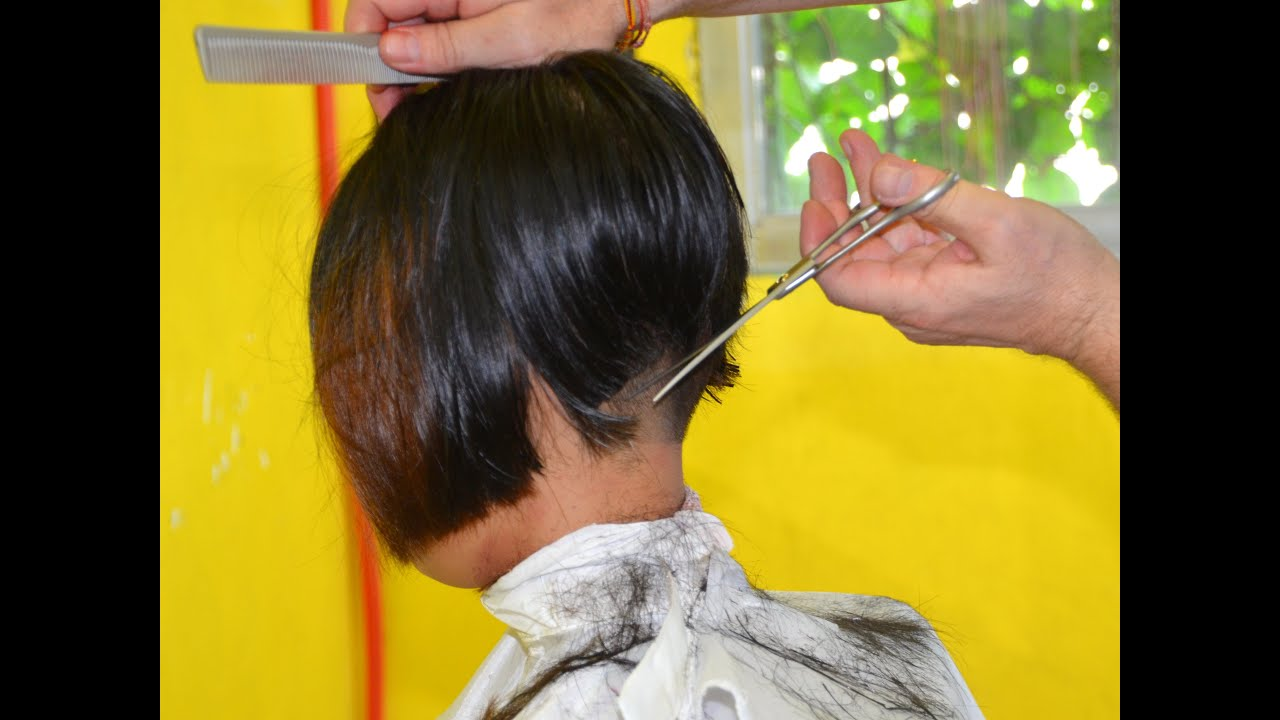 Barbershop girl shearing 2016-11-02