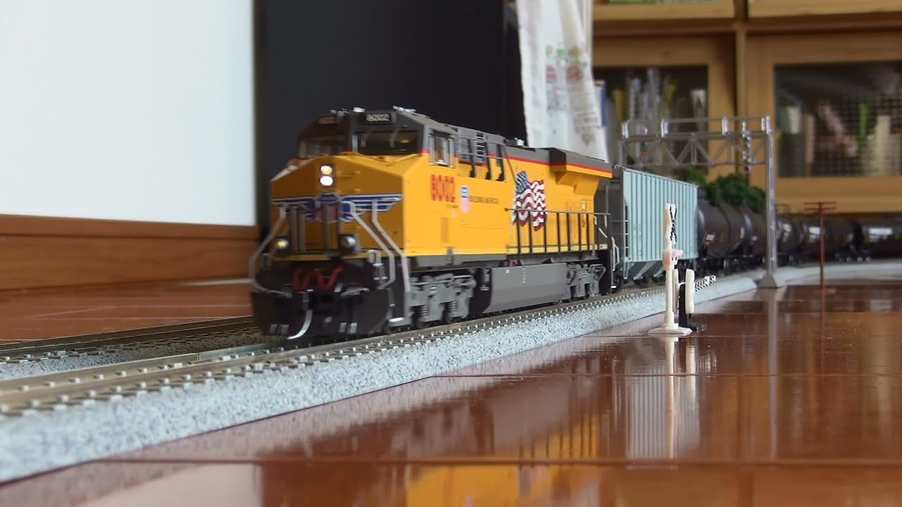 Ho Scale Es44ac Up 8002 And Procor Etc Youtube