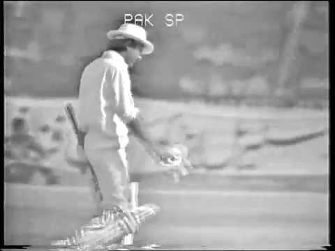 Sunil Gavaskar's only test wicket Zaheer Abbas 197879