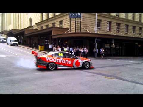 V8 Supercar stops traffic in busy Brisbane CBD int