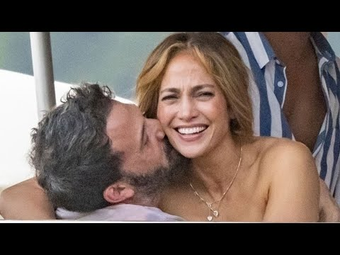 Jennifer Lopez and Ben Affleck Give Major PDA in Italy!
