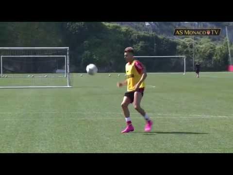 El Shaarawy, lezione di stop e controllo in allenamento
