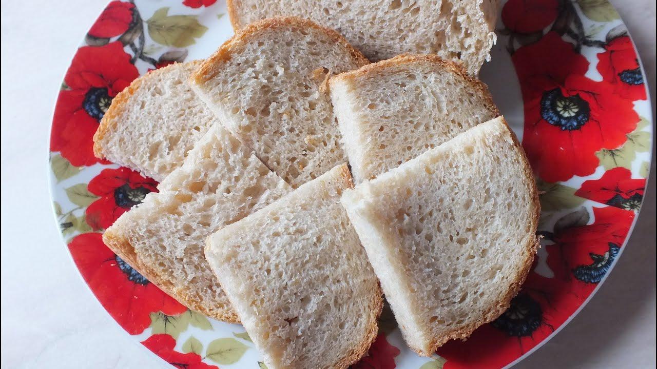 Можно замесить тесто классическим обычным способом, и даже если у вас нет хлебной формы, его можно испечь в духовке в виде батонов.