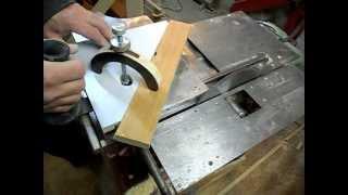 Самодельный деревообрабатывающий станок. Homemade wood lathe.(Универсальный малогабаритный станок для дома. 1100 Ватт, 3000 об./ мин. Четыре ножа. The universal small-sized machine for the house...., 2012-11-02T18:57:56.000Z)