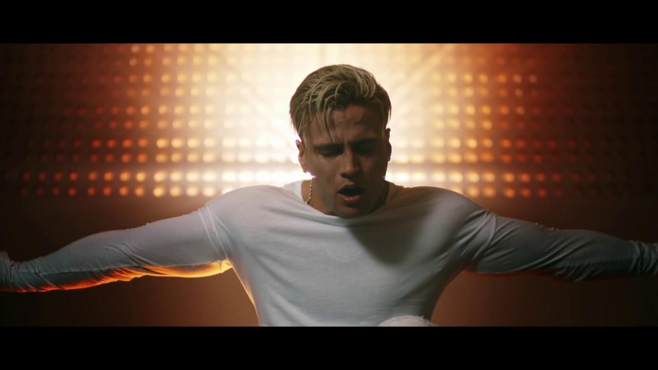 gustavo-elis-no-me-dejes-solo-video-oficial-gustavo-elis