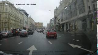Странный светофор на повороте на Неглинную