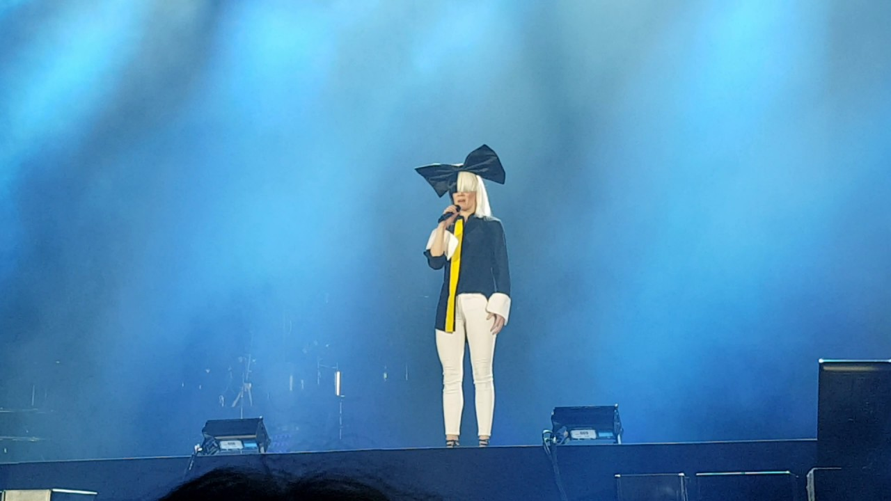 Vronic dicaire sia chandelier impressionist live 2017 tour vronic dicaire sia chandelier impressionist live 2017 tour netherlands full hd arubaitofo Images