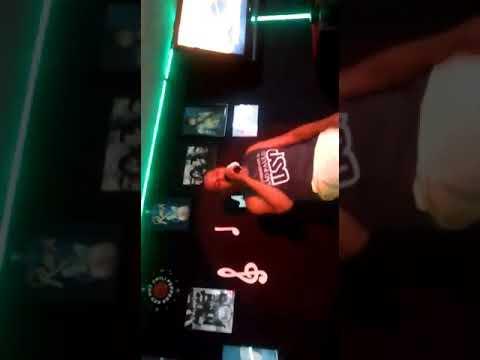 Vídeo maior.       Vilnius cantando no karaoke música TEU SEGREDO