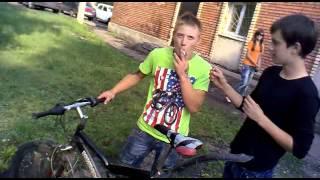 Сашка учится прыгать на велосипеде(, 2012-11-12T19:27:56.000Z)