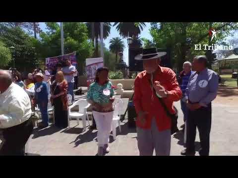 Celebraron el Día del Jubilado y el Día de la Primavera bailando en la Plaza 9 de Julio