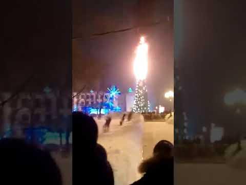 В уфе горит елка