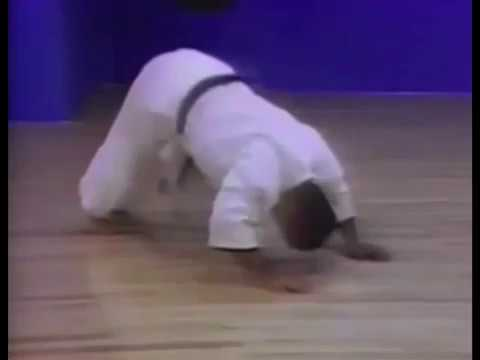Goju ryu karate _ Warm up and stretching - Morio Higaonna 10th dan