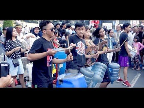 Perkusi Barang Bekas oleh Kreasi Musik Mahasiswa IISIP (Kremmasi)