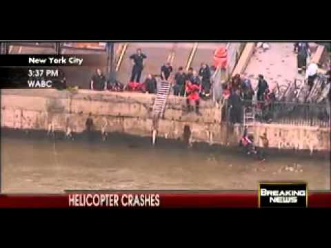 A  Helicopter Just  crashed in New York's East River