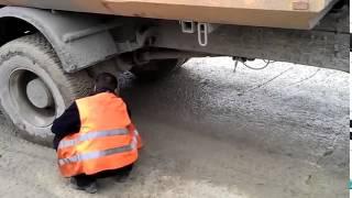 Как вытащить камень, застрявший между колёс грузовика(, 2015-07-05T11:17:51.000Z)